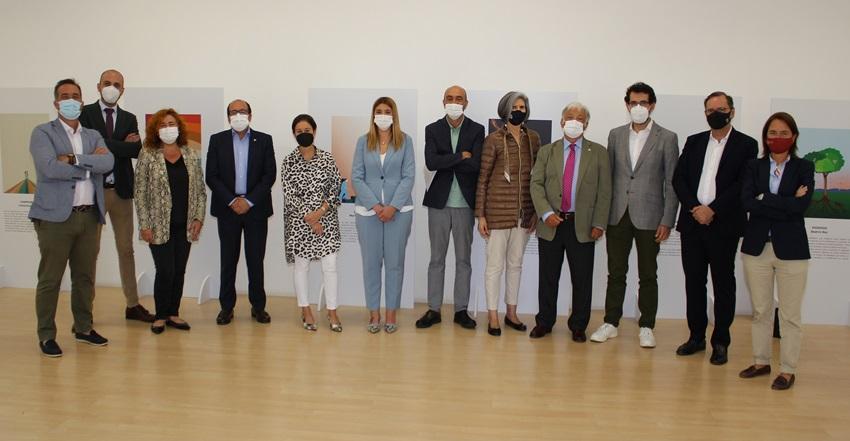 La exposición en homenaje a la Enfermería 'El arte de cuidar', ya está disponible en Bilbao