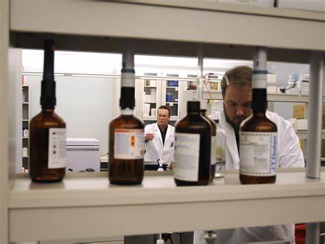 PROFESIONALES ADSCRITOS AL INSTITUTO NACIONAL DE TOXICOLOGÍA Y CIENCIAS FORENSES